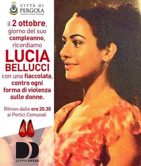 Pergola, fiaccolata per ricordare Lucia Bellucci uccisa il 9 agosto 2013. Il messaggio di Bongiorno e Hunziker - pergola-fiaccolata-lucia-bellucci