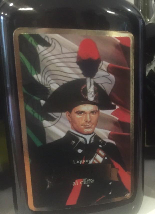 """Operazione """"amaro"""", sequestrati alcolici con stemmi carabinieri e finanza"""