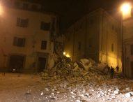 Terremoto: oltre 200 repliche, migliaia di sfollati, un morto per infarto