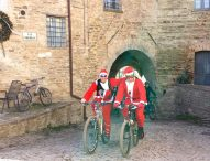 Gustando il Natale a San Lorenzo in Campo: mercatini, animazione e la passeggiata in bici con Babbo Natale