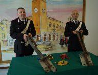 Armi clandestine a difesa di un deposito di materiali, arrestato