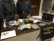 Oltre 1,5 chilogrammi di stupefacenti, individuato market della droga. Un arresto e due denunce