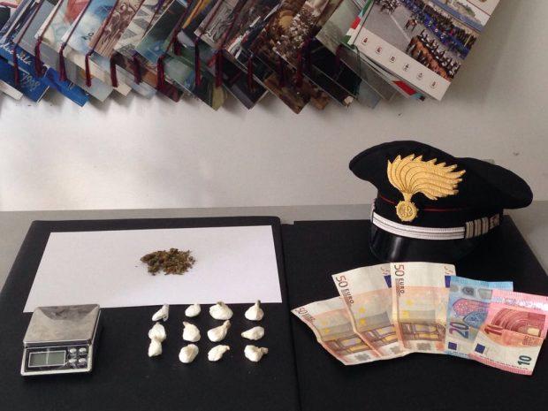 Colli al Metauro: arrestato pusher con 12 dosi di cocaina, denunciati altri quattro