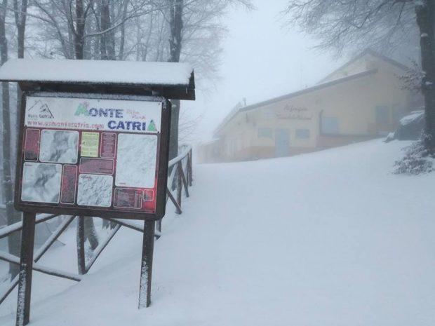 E' arrivata la neve, il Catria si colora di bianco