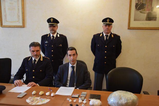 Operazione antidroga della Polizia: effettuati due arresti. Sequestrati cocaina e marijuana
