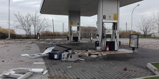 Marotta, assalto al distributore. Bloccata la strada statale