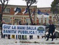 """Flash Mob a Senigallia e Fabriano, Baldelli (Fdi): """"In mezzo alla gente e neve per difendere gli ospedali"""""""