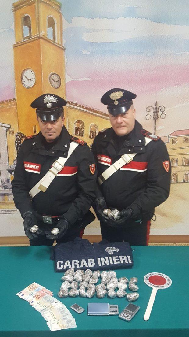 Cocaina e marijuana spacciata al Pincio, davanti alle scuole e alla stazione di Fano: arresti e denunce