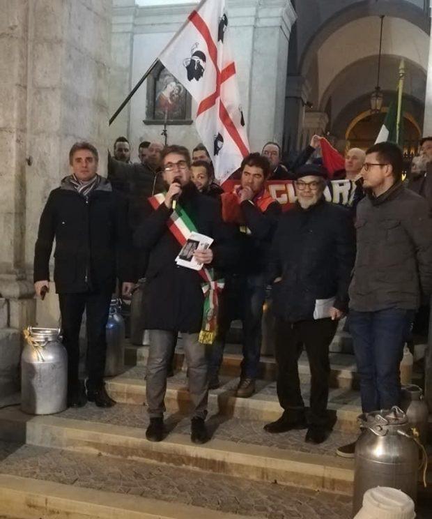 Protesta del latte, sit-in a Pergola: amministrazione comunale al fianco dei pastori sardi