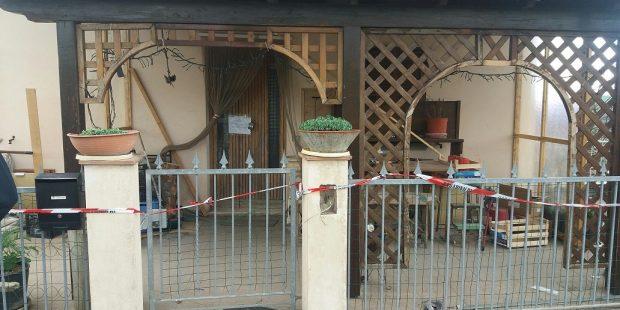 Omicidio a San Lorenzo in Campo, a dare l'allarme un vicino. Prima ipotesi furto finito male