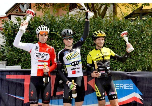 Bike Therapy Pergola vola: Rocchetti vince, i giovani Mori e Pes sul secondo e terzo gradino del podio