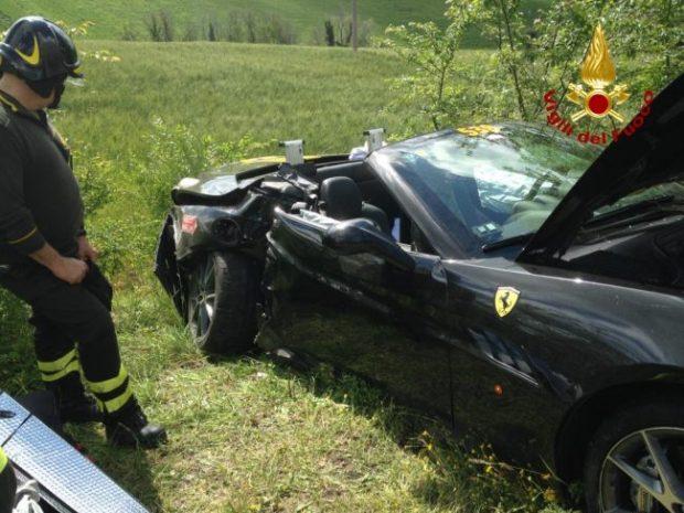 Scontro tra due Ferrari alla Mille Miglia