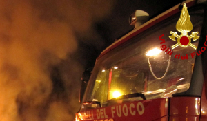Incendio nel deposito degli scuolabus, ingenti i danni