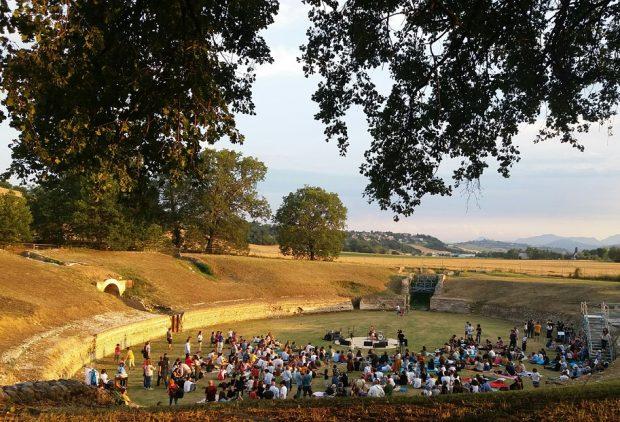 Animavì Festival, che spettacolo all'Anfiteatro di Suasa! Stasera Mastandrea, domani gran finale