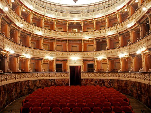 Al teatro di Cagli evento dedicato ai 271 diplomati con 100/100 nel territorio provinciale, di cui 78 con lode