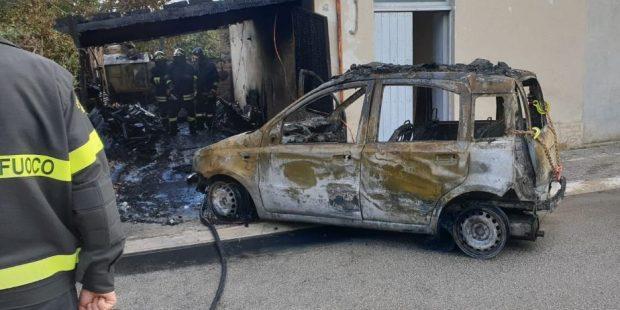 Garage e auto a fuoco a San Lorenzo in Campo