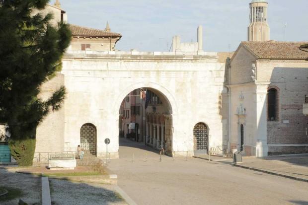 Fano, continuano i lavori sotto l'Arco d'Augusto