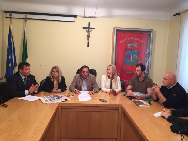 """Fusione Mombaroccio, Carloni: """"Prima il referendum"""""""