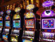 Fano, sottraevano in un bar denaro nelle slot e macchine cambiavalute: denunciati il titolare e altre 3 persone
