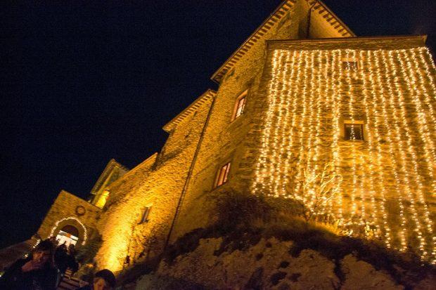 """A Frontone """"Nel Castello di Babbo Natale"""": mercatino nella calda e magica atmosfera del castello"""