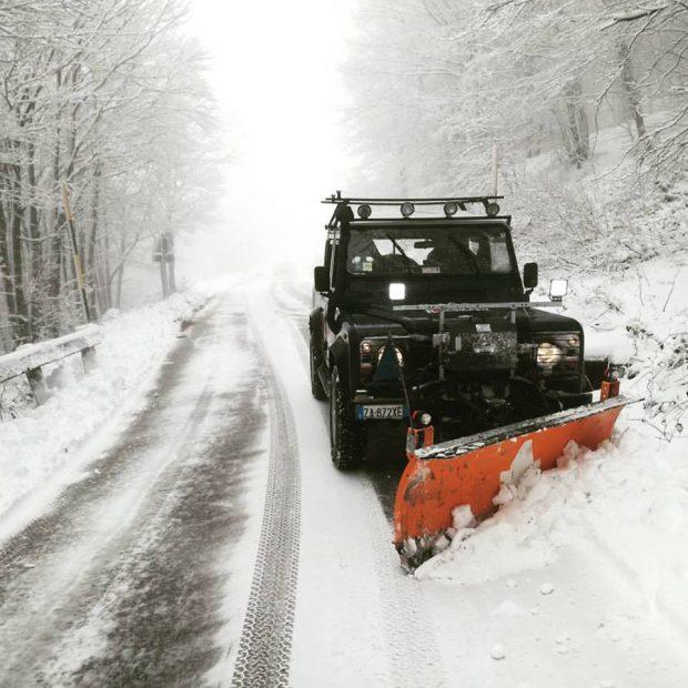 Monte Catria, che bella sorpresa: è arrivata la neve