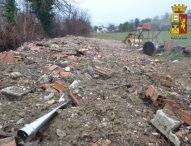 La polizia individua depositi abusivi di rifiuti pericolosi: denunciate due persone