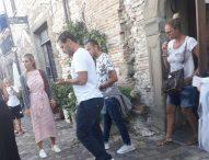 Totti e Ilary a Frontone, dal castello al rifugio del monte Catria