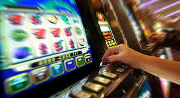 A Fratte Rosa il sindaco limita l'uso delle slot machine