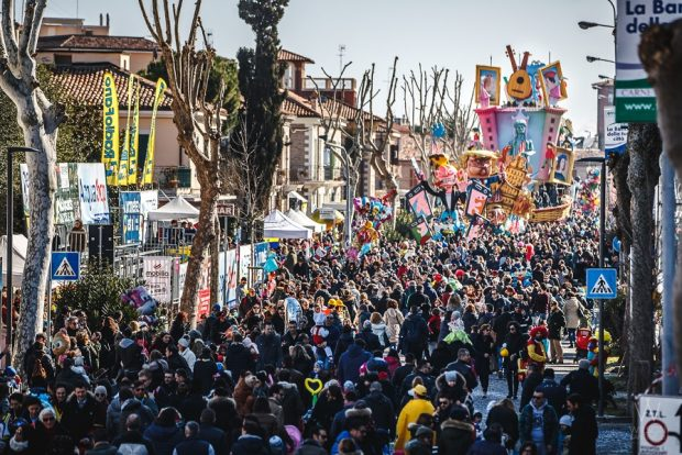 Vuoi vedere il Carnevale di Fano da una prospettiva unica e particolare? Ecco come