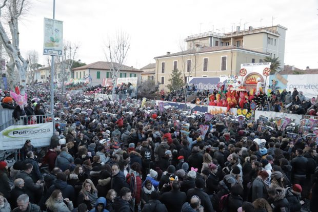 Sole e viale pieno: un successo la seconda domenica del Carnevale
