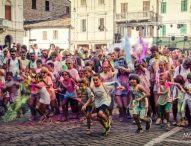Artisti di strada, Pizza Color Run, musica: a San Lorenzo in Campo per Pizza in Piazza un pieno di arte e divertimento
