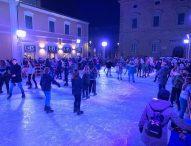 Natale. a Fano pista sul ghiaccio e via dedicata ai bambini. Oggi accensione dell'albero