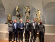 Storia e tecnologia: aperta la nuova sala immersiva dei Bronzi dorati di Pergola firmata Paco Lanciano e voluta dal sindaco Baldelli