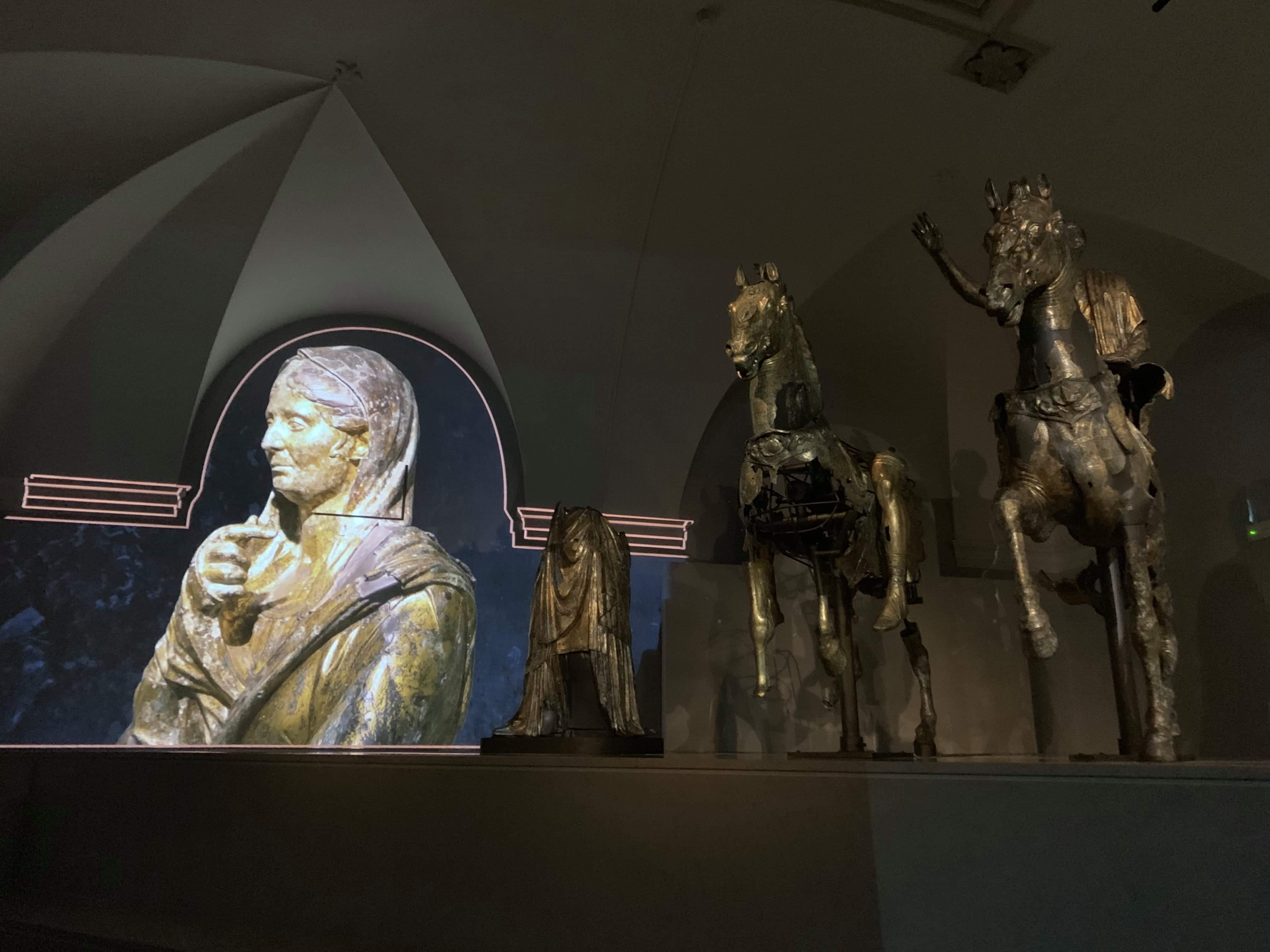 bronzi dorati pergola-sala immersiva