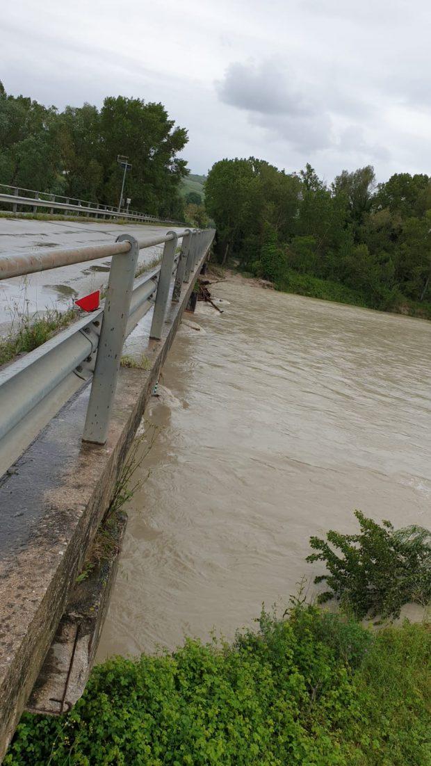 Emergenza maltempo, la situazione. Riaperto il ponte sul Metauro