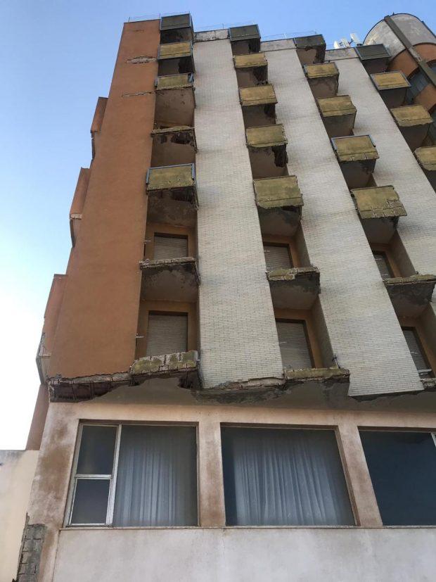 """Al via lavori di messa in sicurezza e decoro dell'hotel Europa, Barbieri: """"Vigileremo sui lavori, continueremo 'guerra al brutto'"""""""