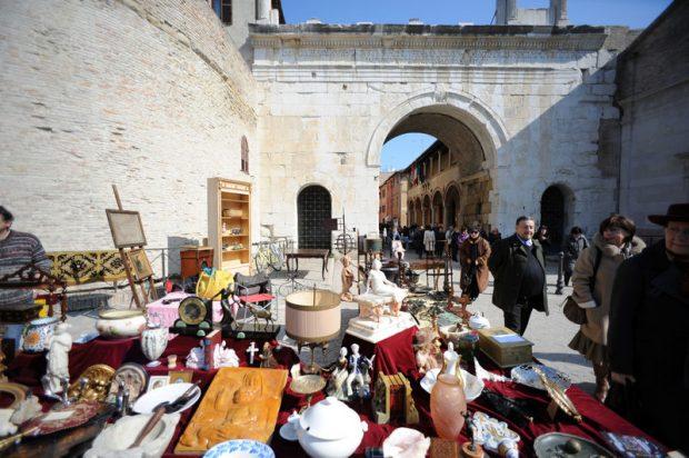 Fano, il mercato dell'antiquariato torna al Pincio con la formula dei 2 giorni
