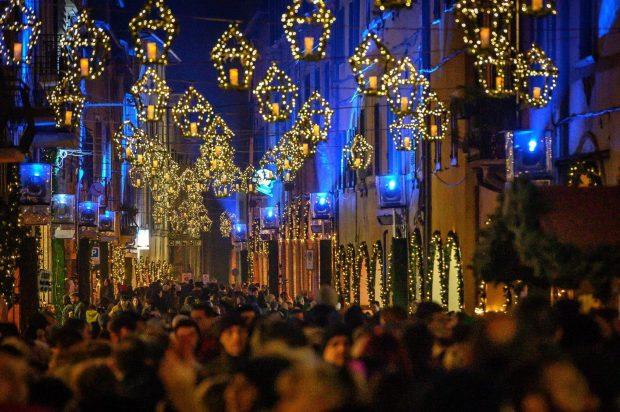 """L'Immacolata accende """"Il Natale che non ti aspetti"""": provincia invasa dai turisti del Natale"""