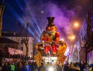 Sfilate dei carri, musica, festa e grandi affari: La Notte dei Colori accende la città