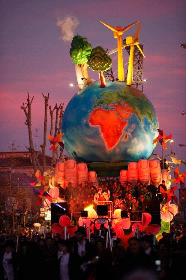 Il Carnevale di Fano si chiude con Povia e una grande sfilata