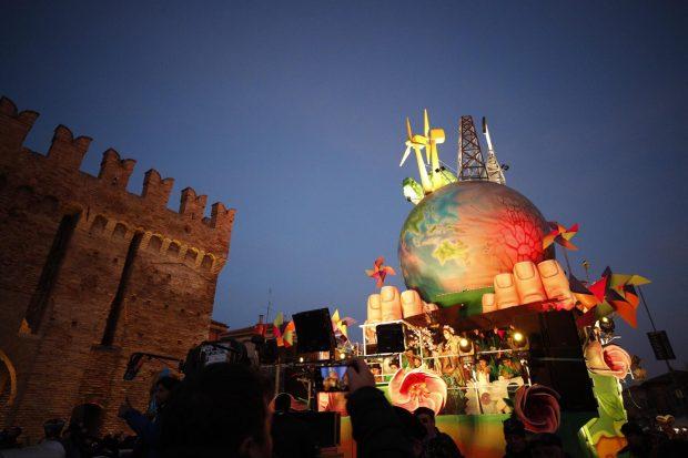 Grande successo per la seconda domenica del Carnevale di Fano 2020. Le foto