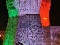 Il tricolore illumina la Rocca di Mondavio e il Municipio di Terre Roveresche