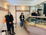 Inaugurazione a Pergola in tempi di Coronavirus, apre la Gelateria del Corso