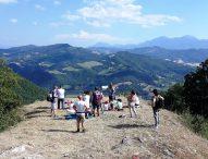 """Riserva Naturale Statale """"Gola del Furlo"""": 20 iniziative estive, tra passeggiate emozionali, fiabe nel bosco, esplorazioni e trekking"""