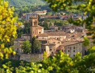 A Pergola nel week-end torna Colori e Tinte a tavola: visita guidata a uno dei Borghi più belli d'Italia, menù a tema, itinerari e laboratori