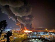 Incendio nel porto di Ancona, scuole e parchi chiusi