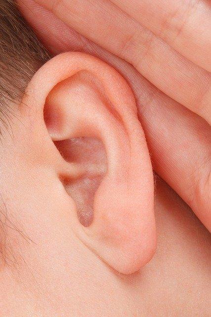 Dispositivi acustici, aumentano le richieste di ricevitori nel canale auricolare