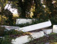 Pesaro, la guarda costiera sequestra area di rifiuti abbandonati