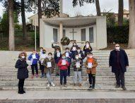 Educazione civica a scuola, il sindaco di San Lorenzo Dellonti consegna la Costituzione e dialoga con gli alunni