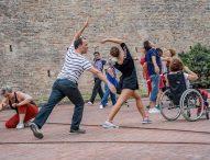 Danza, teatro, inclusione sociale: l'Europa premia ancora l'associazione di Pergola Ijshaamanka